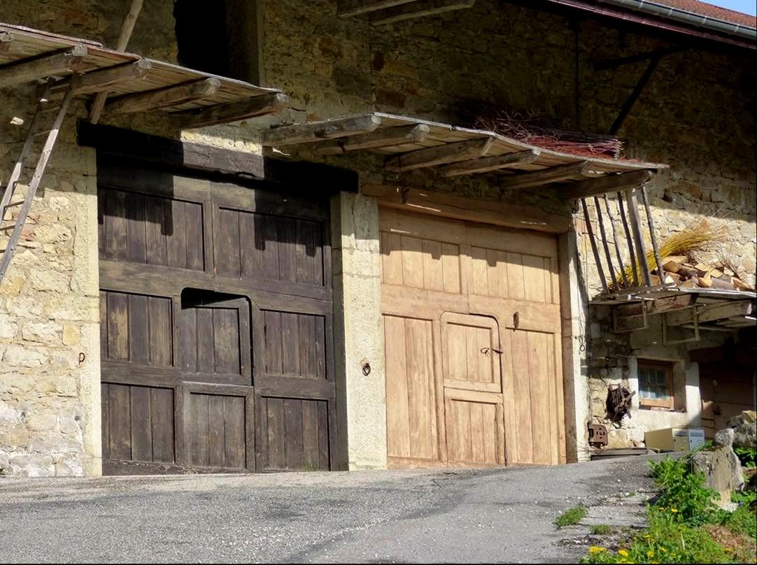 Double portail aux Pézières