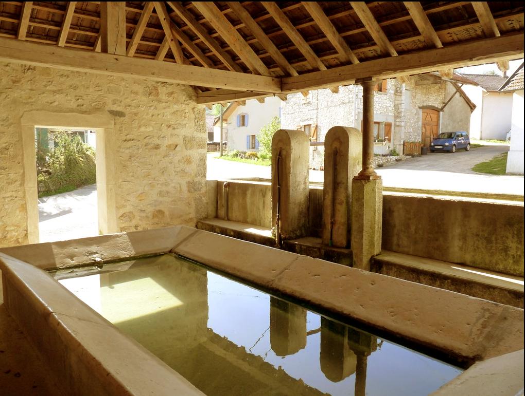 Fontaine-lavoir (Prémillieu)