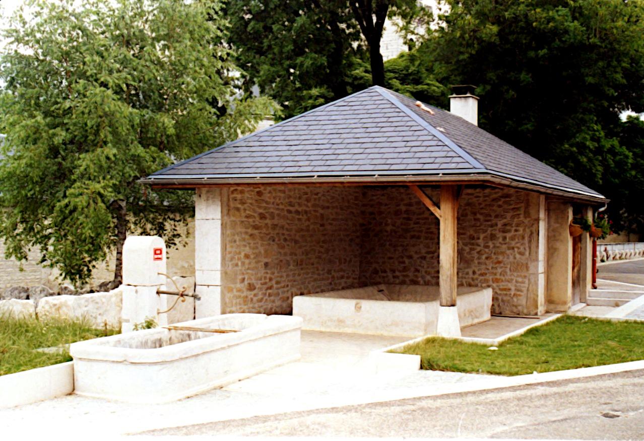 Lavoir - quartier du château  (Champdor)
