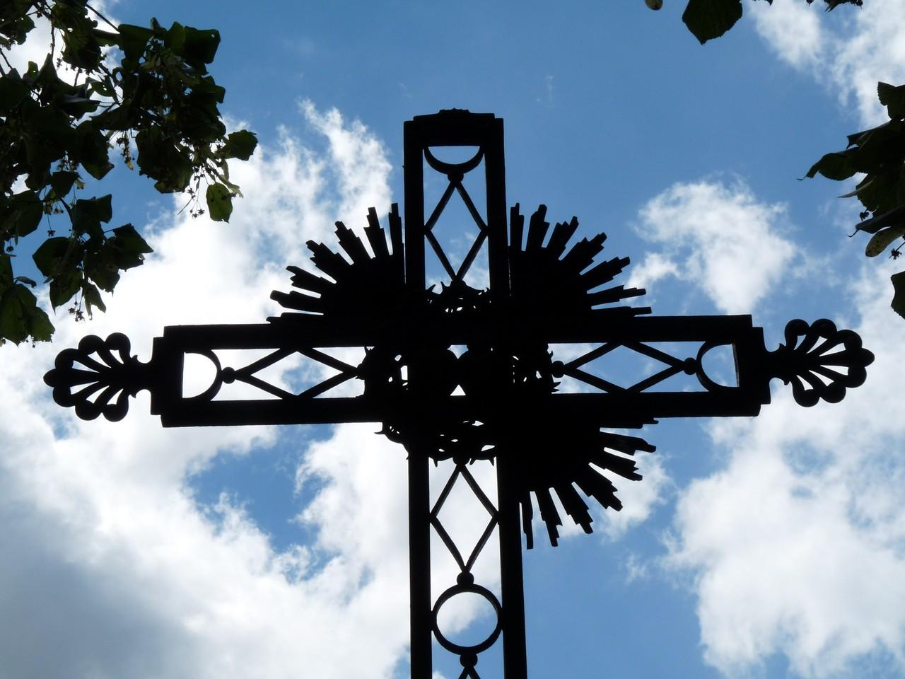 Croix dominant Brénod (chemin des trois cascades)