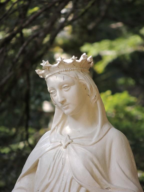 Vierge de l'esplanade de Notre Dame de Mazières