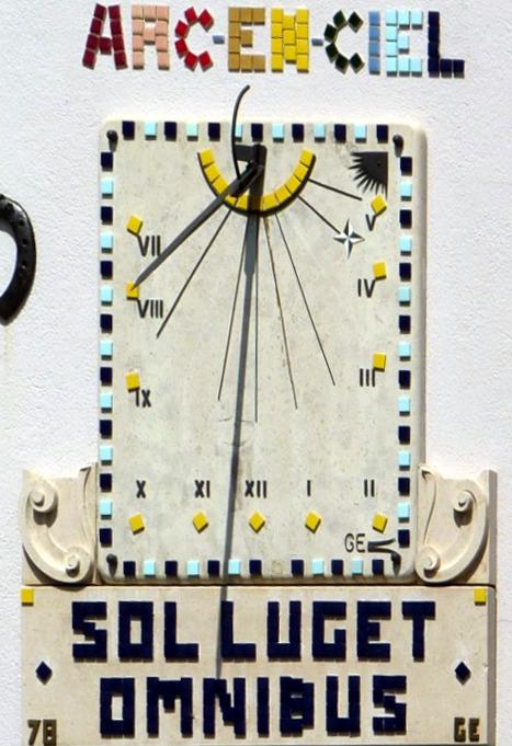 """Cormaranche-en-Bugey : 114 rue du Hangar. Cadran déclinant de l'après-midi. Devise : """"Sol lucet omnibus"""" """"Le Soleil brille pour tous"""""""