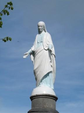 Vierge du cimetière de Hauteville