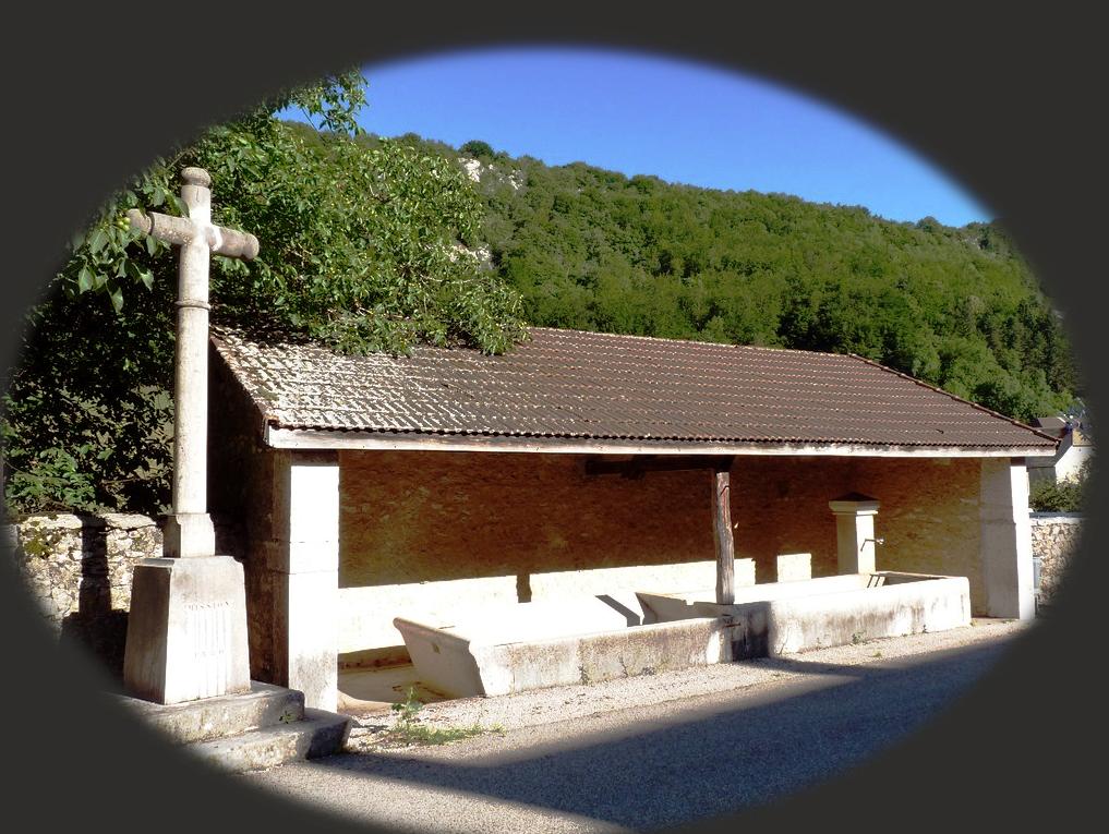 Fontaine-lavoir (Lacoux)