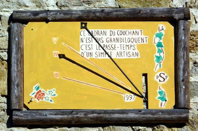 Corcelles : Ferrière - M. PP Struye. Cadran septentrional déclinant de l'après-midi gravé et peint sur bois, lignes chiffrées en bout, style polaire lancéolé à œilleton