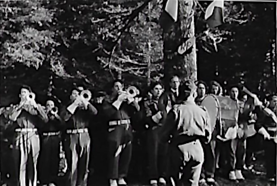 1946. Inauguration de la stèle des aviateurs. La sonnerie aux Morts