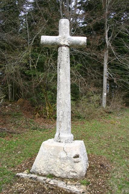 Croix de Corcelles au col du Cruchon