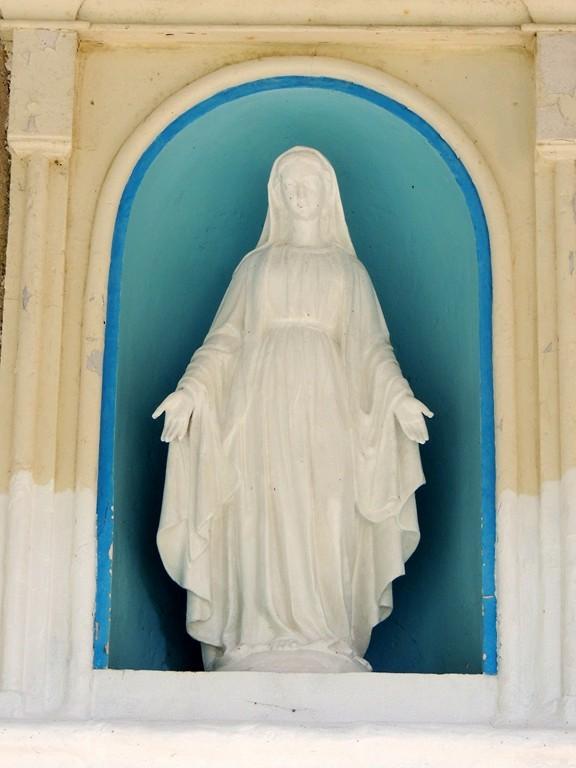 Vierge du fronton de la Chapelle de Notre Dame de Mazières