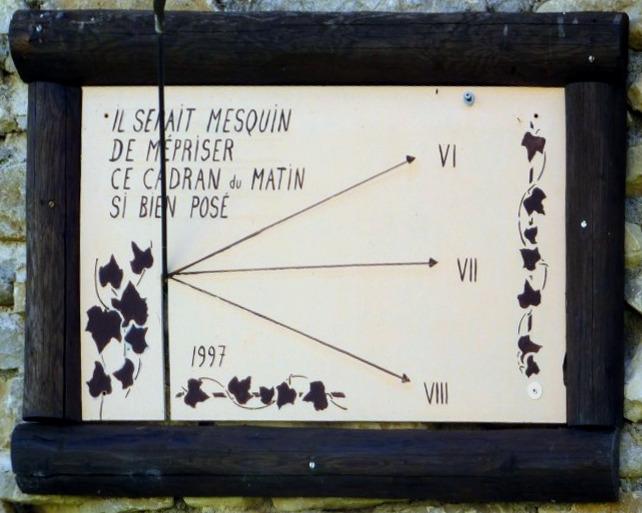 Corcelles : Ferrière - M. PP Struye. Cadran septentrional déclinant du matin gravé et peint sur bois, lignes fléchées et chiffrées en bout, style polaire