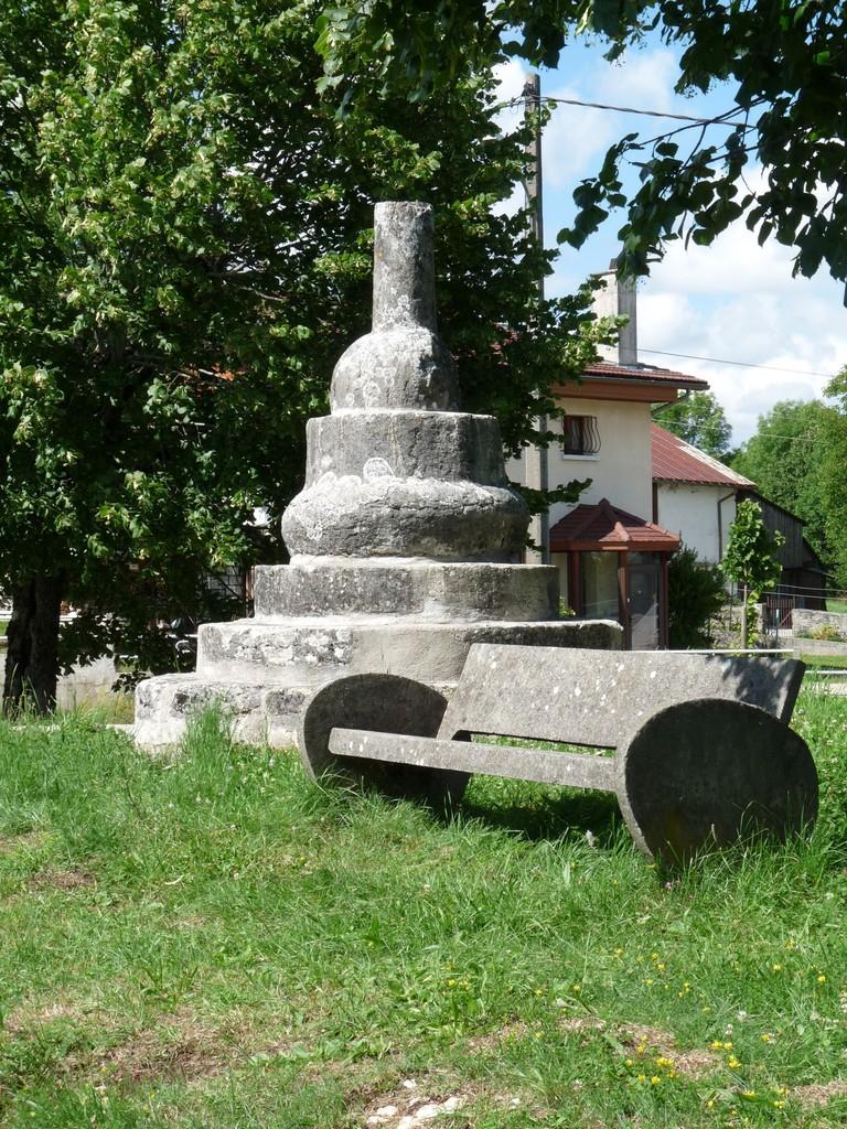 La croix coupée à Brenod
