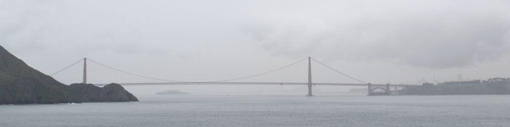 Und noch einmal im Regen über die weltberühmte Golden Gate Bridge.