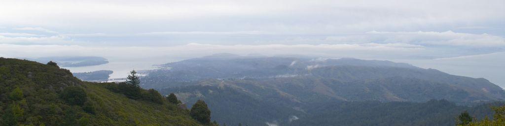 De Bucht von San Francisco unter Wolken