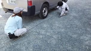 駐車場境界線ロープ張り