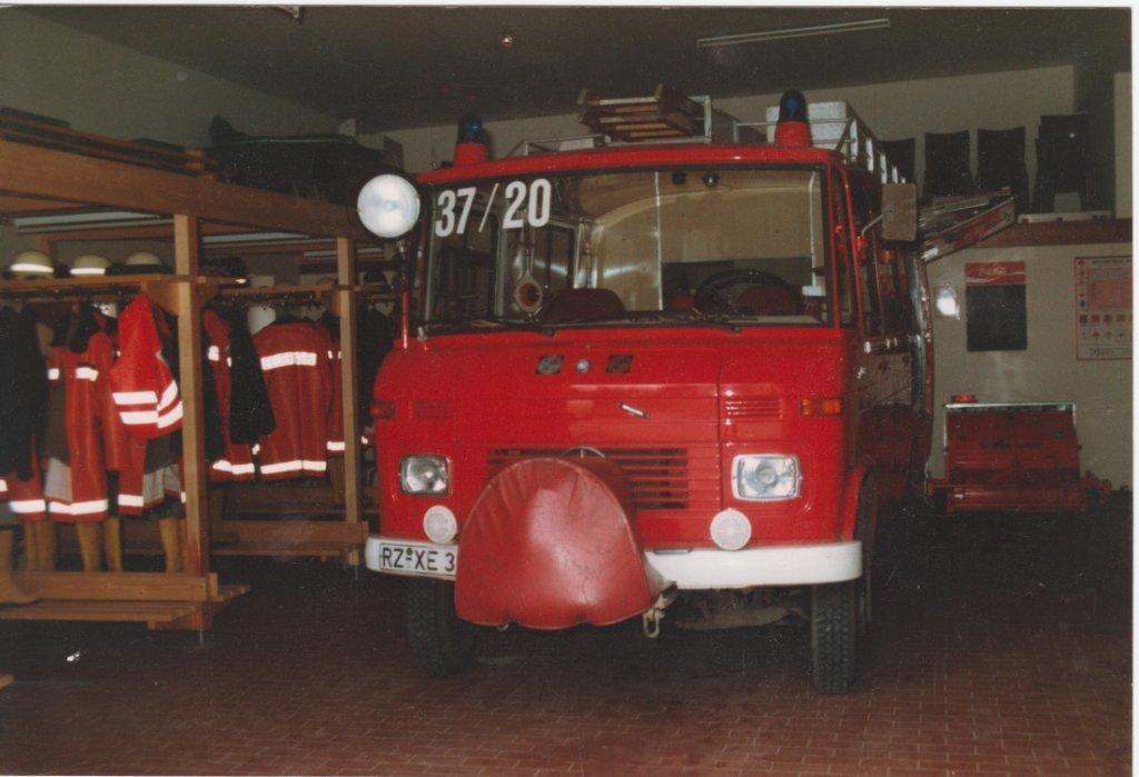 Metz LF8 mit Vorbaupumpe im alten neuen Gerätehaus ca. 1986