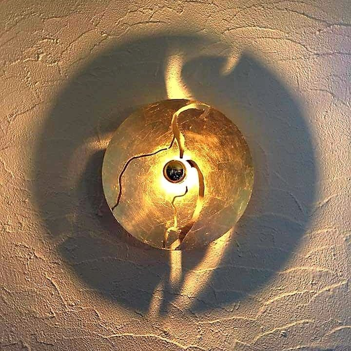 Rénovation d'un living à 5560 Houyet Catherine Colot décoratrice UFDI Rochefort: création luminaire sur mesure feuille d'or