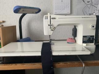 A蔵が30年愛用している、ブラザーの職業用ミシン。