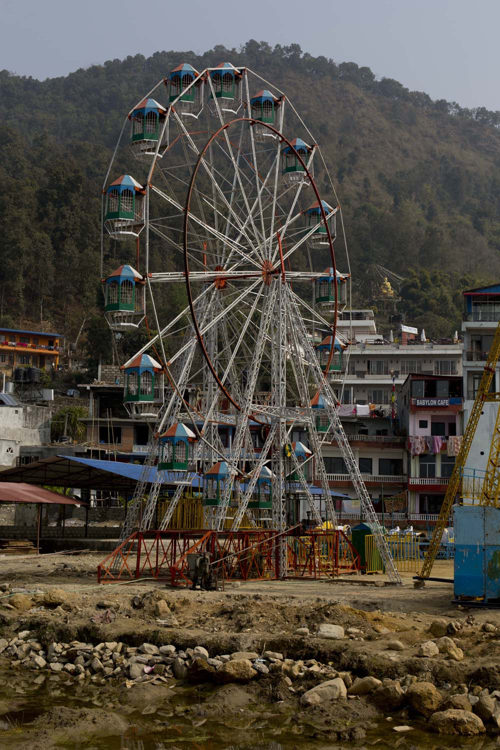 Ferrywheel on moorish grounds - not a good idea, Pokhara Nepal