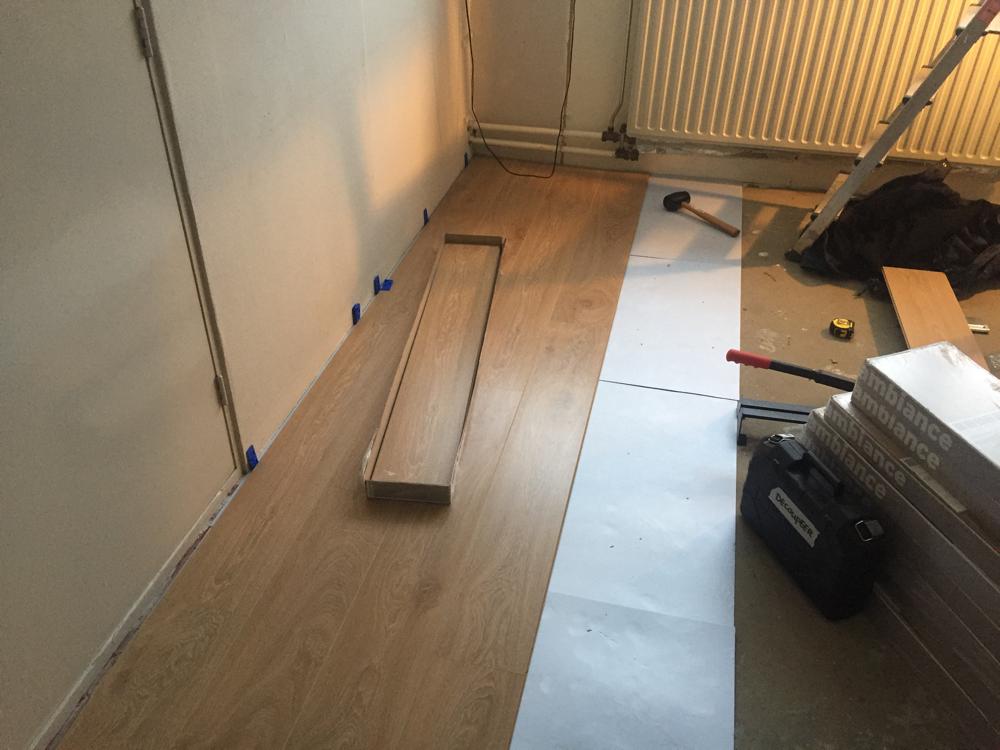 Laminaatvloer, ondervloer en plinten leggen