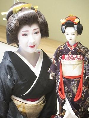 丸美鈴さん作「舞妓」と上七軒・梅志づさん