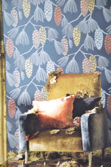 marie saiki papier peint villefranche beaujolais lyon pomme de pin fond noir or standing ovation harlequin