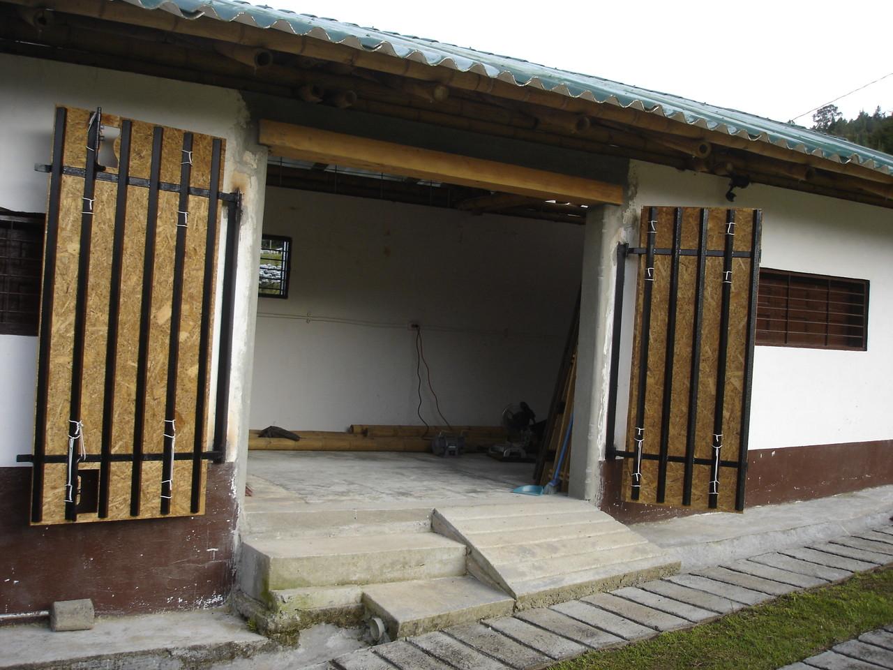 Apertura completa de la puerta de acceso