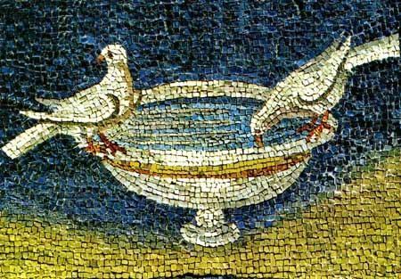 Mosaico del Mausoleo de Gala Placidia, Rávena, S V.Fuente con palomas posadas al borde simbolizando almas bienaventuradas, el agua como símbolo que da la vida,que apaga la sed, vivificador.