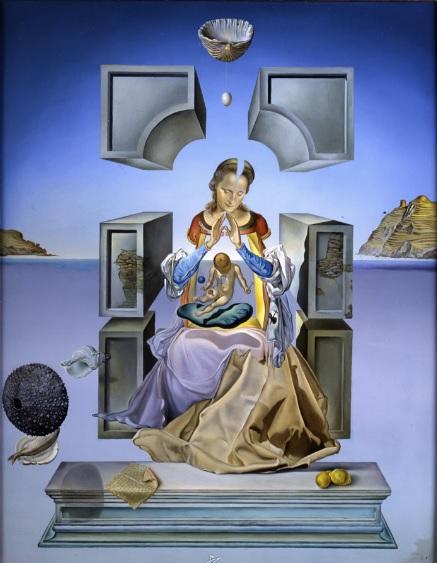 Madona de Port Lligat (primera versión).Salvador Dalí.Óleo sobre lienzo 1949. Marquette University, Milwaukee Wisconsin,Estados Unidos. Considera el espacio como una gramática de lo invisible.El espacio que ocupa el Niño,lo sitúa fuera del tiempo, HOY.