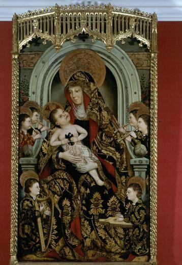 La Virgen entronizada rodeada por ángeles músicos, Jacomart 1411-1461.Tabla con marco y cresteria original.El Niño mira a su Madre con un cuervo, símbolo del alma humana antes de la Redención.Estilo italianizante.