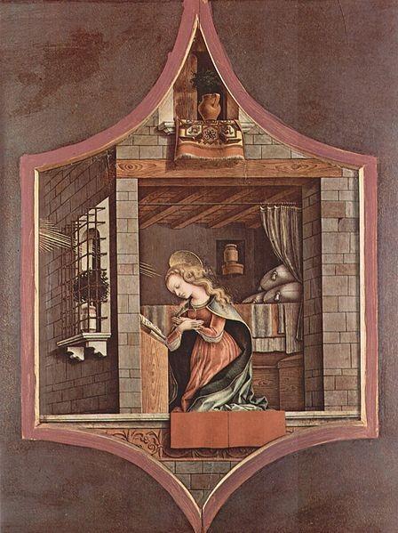 """Temple y óleo sobre tabla. Carlo Crivelli """"La Virgen de la Anunciación"""". Frankfurt, Städel Museum..Originales tablas exagonales que forman parte de la escena centra de un retablo. Los personajes se encuadran en ventanas."""