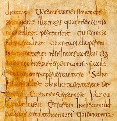 Fragmento de Biblia usando la minúscula carolingia. S. VIII extendiéndose por toda Europa Occidental, luego sería sustituída por la letra gótica llegando a su máximo esplendor en 1150-1500