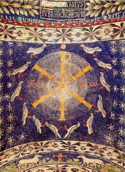 Tres círculos concentricos en el Babtisterio de Albenga S V-VI, indican las tres presonas divinas en tonalidades azules de distinto grado. Doce palomas blancas, número de perfección, 12 apóstoles,12 corderos 12 leones del trono de Salomón.