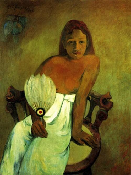 Gauguin, Muchacha con abanico en 1902.Retrato de joven marquesana en una silla con plumas en su mano, luminosa majestad, relacionada con la mitologia mohorí para procrear una nueva raza símbolo de regeneración.