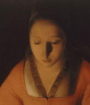 Composición equilibrada, figura femenina contenida, equilibrada, contraste de colores entre luz-oscuridad, suave perfección, rostro ovalado y el triángulo al borde de la camisa realza la solemnidad de la escena. El rojo simboliza la Pasión de su Hijo.