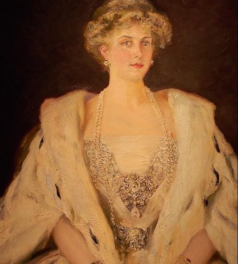 La reina Victoria Eugenia de Battenberg con manto de armiño.1908.Óleo sobre lienzo.146x115cm.Fundación Alvaro de Bazán.