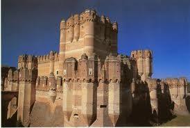 Castillo de Coca, Segovia, SXV, una de las mustras más hermosas del arte gótico mudejar español, original e imaginativo como pocos, construido por el arzobispo D, Alonso de Fonseca
