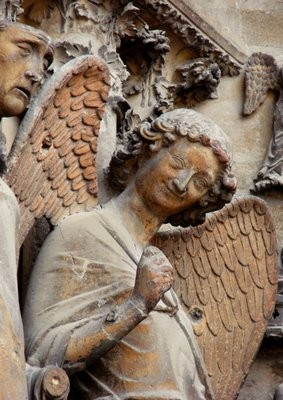 Ángel de la sonrisa, Catedral de Réims, detalle del pórtico...¿Tal vez similar al profeta Daniel del Pórtico de la Gloria en la Catedral de Santiago?