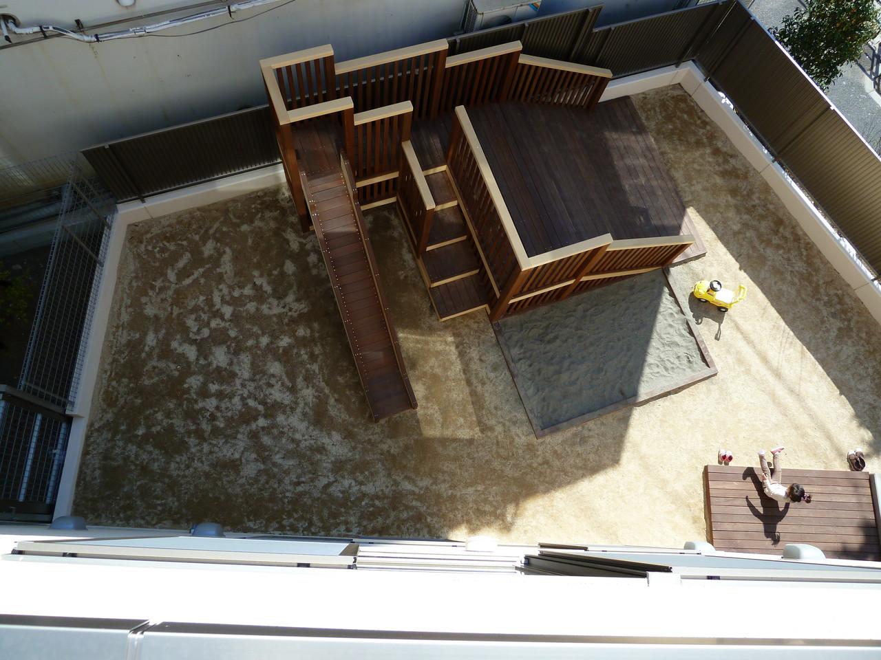 砂場は1階の園庭にあります。