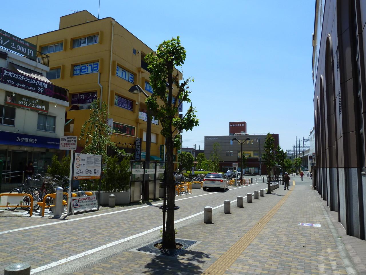 南口ロータリーを東京都民銀行方向へ進みます。