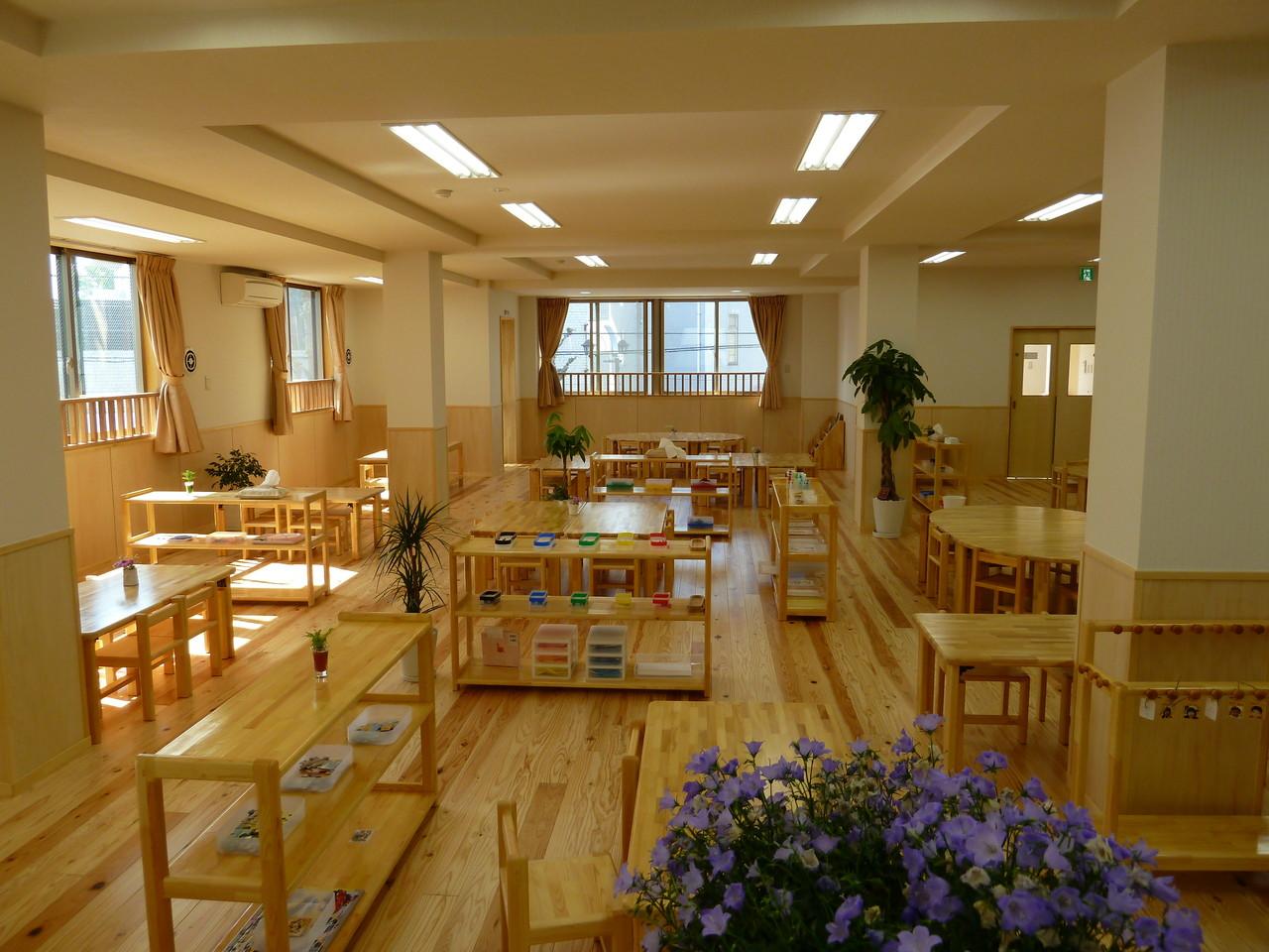 2階は幼児の保育室。異年齢で、たくさんのお手本を見て、学んで、獲得しています。
