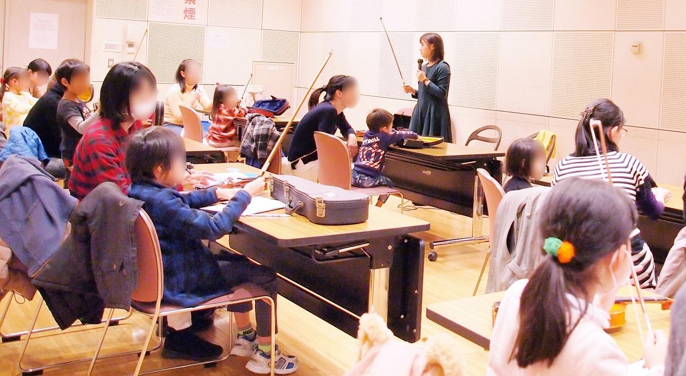 「はじめてのバイオリン・レッスン特別編」の様子