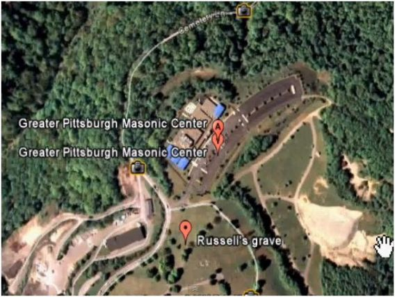 C.T. Russells Grab auf dem Areal des Pittsburgh Masonic Center