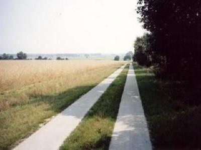 Ländlicher Wegebau ... zur Verbesserung der landwirtschaftlichen Arbeitsbedingungen und Erreichbarkeit der Flurstücke.