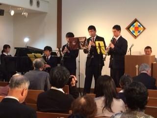 学生6名がクラリネットとピアノによる演奏を披露