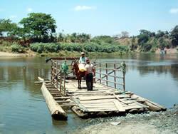 cruzando el rio daule