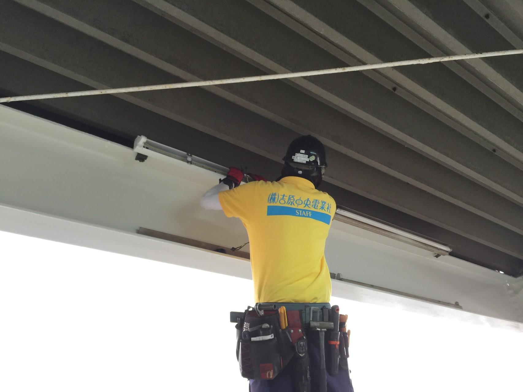 照明器具交換工事 富士市 自動車倉庫