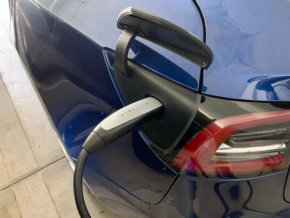 テスラ モデル3 100ボルト充電コンセント工事 車体充電ポート