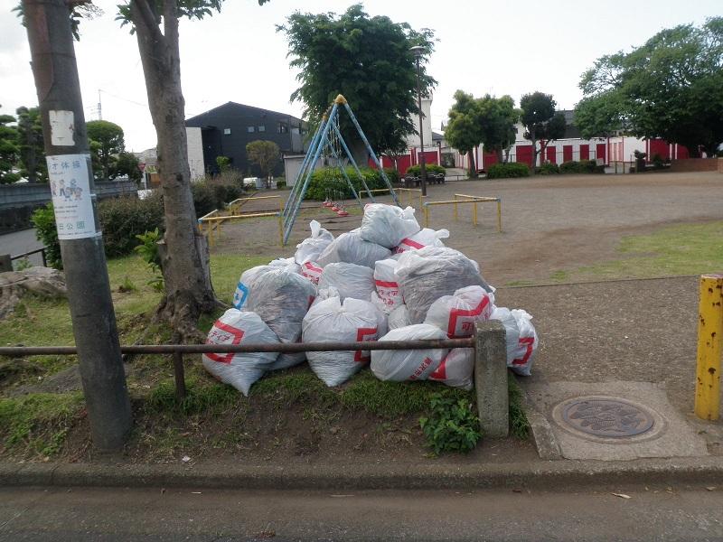 各地の集積場から回収されたゴミ袋