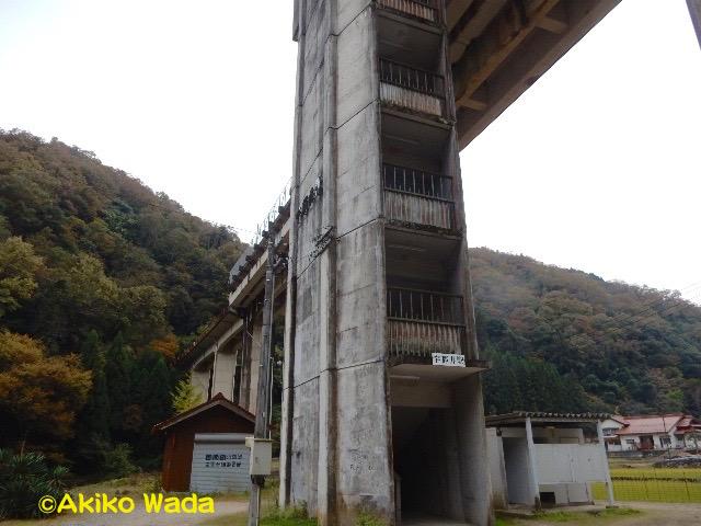 天空の駅、宇津井駅。ここの116段の階段を上がってホームとなる。