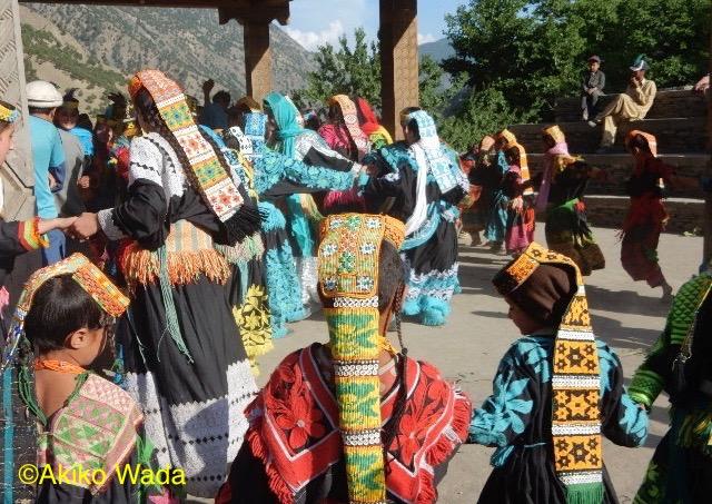サタック・ジョシ(小ジョシ)がジョシの1週間後に開かれた。この祭りはツーリストに知られておらず、地元の者だけで楽しめた。