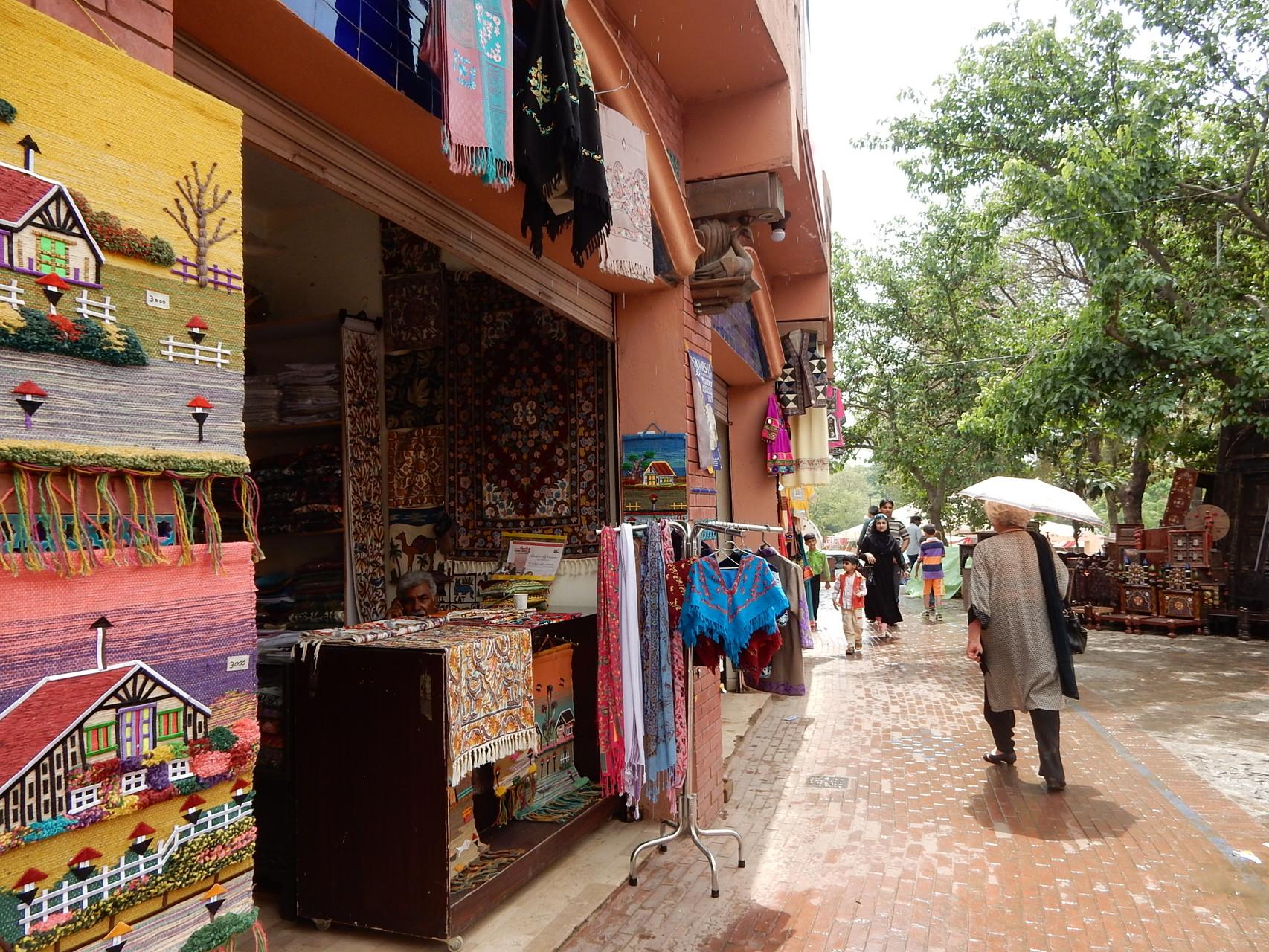 リテラシー・フェスティバルには伝統工芸の店も出た。